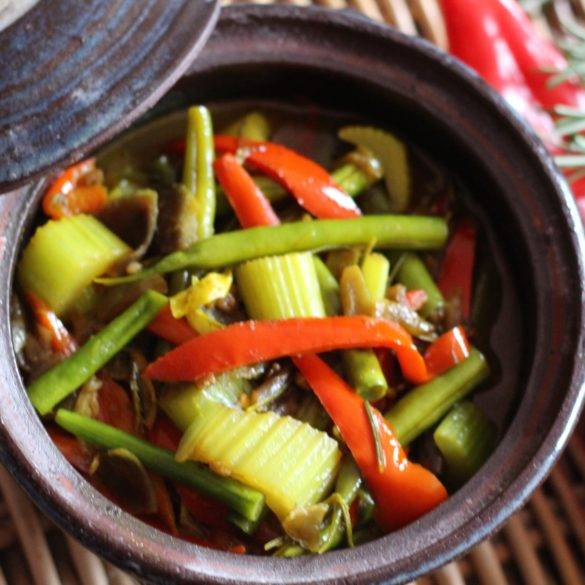 Caption of Rosemary Green Bean Spanish Pepper Curry. Image by Edward Daniel (c).